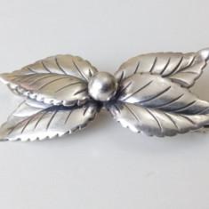Veche Brosa argint 830, Frunze, Danemarca