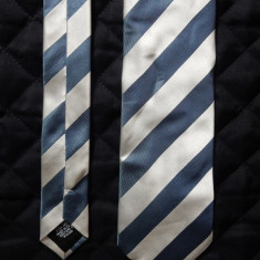 Cravata Hugo Boss Made in Italy; 100% matase; 147 cm lungime, 8.3 cm latime, Culoare: Din imagine