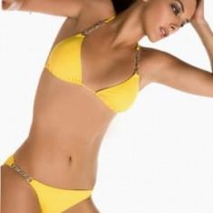 Costum de baie galben cu lantisoare
