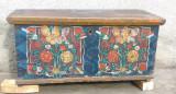 Lada veche de zestre romaneasca, pictata transilvana