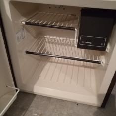 Mini frigider, Incorporabil, Automat, A++, Numar usi: 1, Sub 85 cm