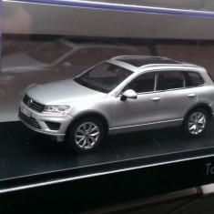 Macheta Volkswagen VW Touareg  2015  gri - Herpa 1:43