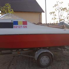Vand Barca cu peridoc, agrement, pescuit, cabinata - Barca cu motor