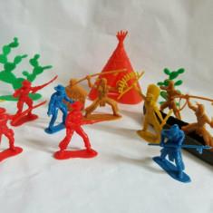 Lot figurine indieni, cowboy, accesorii plastic 6 cm, Vestul Salbatic, Wild West