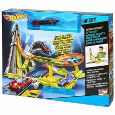 Jucarie Pista Hot Wheels Mutant Machines City Attack BGJ19 Mattel