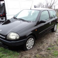 Dezmembrez Renault Clio an 2001 motor 1.4 16 valve - Dezmembrari Renault