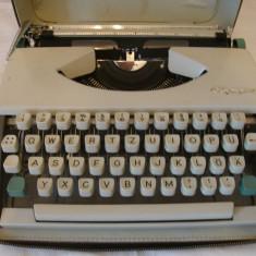 Masina de scris OLIMPIA DE LUXE+banda noua de scris