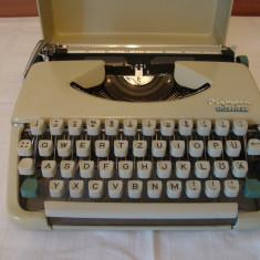 Masina de scris OLIMPIA SPLENDID 66+banda noua de scris
