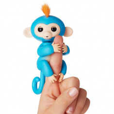 Maimutica interactiva Happy Monkey – Fingerlings albastru – blue - Jucarie interactiva, Unisex, Bleu, Plastic