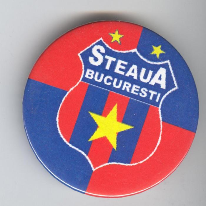 FOTBAL CLUB STEAUA BUCURESTI  - Insigna  5.5 cm foto mare