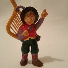 Figurina baiat (cioban, taran) cu harpa (Italia), 8cm, cauciuc