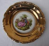Farfurie aurita din portelan WALDERSHOF Bavaria cu sceneta renascentista, Farfurii