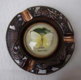 Frumoasa scrumiera decorativa din insula Rodos avand in centru un fluture