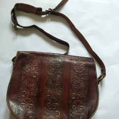 Poseta de piele, vintage, tip postas, handmade, incrustatii, maro, 30x35x10cm - Geanta vintage