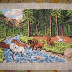 """Goblen """"Caii salbatici"""", 22 x 38 cm, 28 culori, nou, niciodata inramat"""
