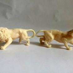 Lot 2 figurine marca Titze, plastic alb, cca 7cm, leu si jaguar, detalii fine - Figurina Animale
