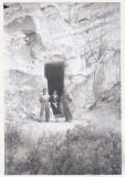 Bnk foto - Slanic Prahova - Intrarea in Grota Miresii - anii `70, Alb-Negru, Natura, Romania de la 1950