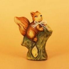 Decoratiune ceramica veverita.