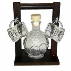 Minibar cu sticluta in forma de minge si 2 paharute tarie