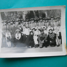 HOPCT 159 B FOTOGRAFIE VECHE MILITARI ROMANI GRANICERI SI COPII PIONIERI-TIP CP, Alb-Negru, Portrete, Romania de la 1950