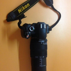 Vand Nikon D60 + obiectiv Sigma 18-200 kit complet - Aparat foto DSLR
