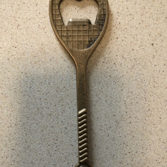 Desfacator pentru sticle,vechi,german,din bronz,in forma de paleta de tenis