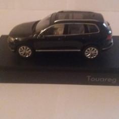 Macheta volkswagen touareg 2015 negru - herpa, 1/43, dealer edition., 1:43