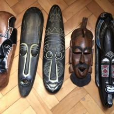 Masti vechi, balineze, basorelief, sculptate in lemn, pictat - Arta din Africa