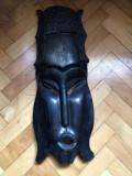 Masca africana,in basorelief,sculptata,in lemn,esenta tare,dimensiuni mari