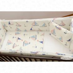 Set de lenjerie patut bebe model Barcute plimbarete - Perna bebelusi