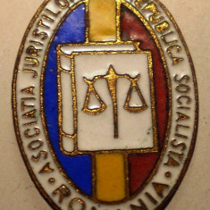 I.297 INSIGNA ROMANIA ASOCIATIA JURISTILOR h18mm, Europa