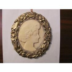 CA - Aplica mai veche portret / camee imitatie os