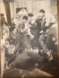 Fotografie afis de dimensiuni mari : 76 x 55 cm , anii 50 , piesa de teatru , 2
