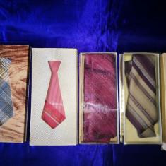 Lot 5 cutii crave romanesti vechi. Posibil decor. - Cravata, Culoare: Din imagine