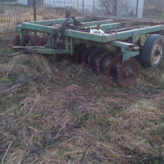 Vand tractor UTB 650 insotit de utilaje., An Fabricatie: 1988, Motorina/Diesel, Cabrio