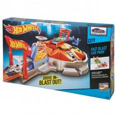 Jucarie Hot Wheels - Garaj cu lansator CCH19 Mattel