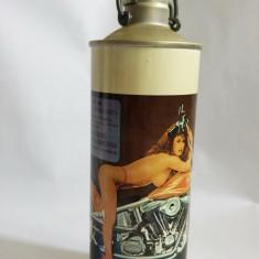 Sticla bere colectie Fancy Biker Beer cu femeie sexy pe motocicleta, aluminiu