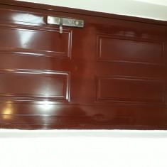 Vand Usa metalica apartament