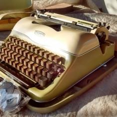 Masina de scris triumph deosebita+banda noua