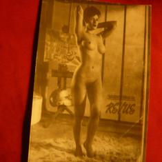 Fotografie mica - Femeie nud -pozand - dim.= 6x8,5 cm