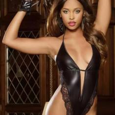 V479-1 Body sexy din vinil cu insertie din dantela si decolteu adanc in V - Body dama, Marime: M