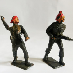 2 Figurine soldati armata razboi, pictati manual, deosebiti, 7 cm, plastic