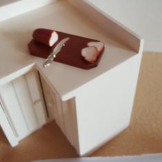 Tocator din lemn cu paine - miniatura papusi