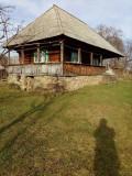 Vand casa la tara cu teren (1600 m²)