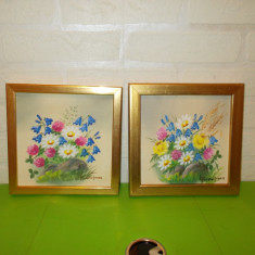 FLORI DE CAMP, doua mici PICTURI in ULEI pe PANZA, semnate, inramate - Pictor strain, Altul