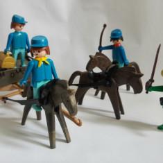 Lot figurine Playmobil Geobra 1974 Vestul salbatic, trasura cai omuleti bandit - Figurina Desene animate Playmobil, Unisex