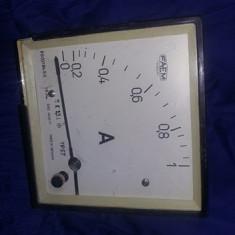 vand ampermetru de 1 Amper,ampermetru vechi junctional 14,5/14,5 cm/8,5cm.T.GRAT