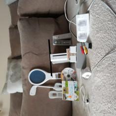 Vand consola Nintendo WII + 3 jocuri si extensii.