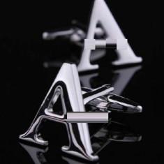 Butoni argintii litera A metalici  + ambalaj cadou