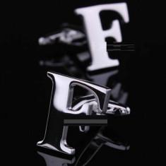 Butoni argintii litera F metalici  + ambalaj cadou